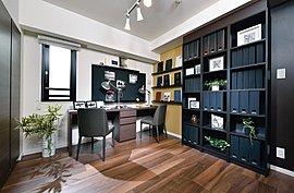 書斎としても利用できる、独立した多目的空間。