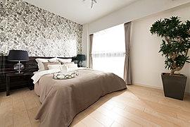 上質の寛ぎと、心地よい眠りをサポートする主寝室