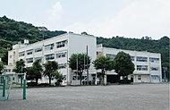 朝比奈小学校 約1,270m(徒歩16分)