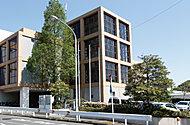 横浜市六浦地区センター 約570m(徒歩8分)