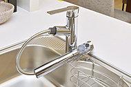 ご家族の健康を考え、浄水器付の水栓を採用しました。毎日手軽に使え、お料理をおいしく仕上げます。