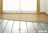 足元から心地よく部屋全体を暖めるTES温水式床暖房を採用。室内の空気を汚さず、送風をしないのでホコリもたたず、クリーンな、体に優しい暖房です