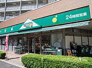 24時間営業のマルエツプチ東日暮里店 約240m(徒歩3分)