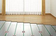 リビング・ダイニングには床暖房を採用。空気を汚さないクリーンな暖房です。