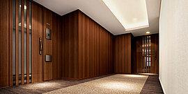 住まう方だけの特別な空間として、共用廊下はホテルライクな内廊下仕様としています。木調の壁面、カーペットの床面など気品ある空間を演出しています。