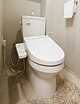 使用水量の約60%をカットする環境に優しく経済的な節水トイレ。すっきりした形状で、清掃性の高いウォシュレット。