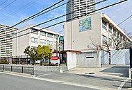 市立第一中学校 約690m(徒歩9分)