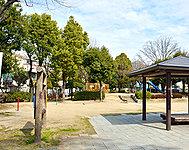 庄屋公園 約150m(徒歩2分)
