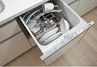 使いやすいスライド型の食器洗い乾燥機を標準装備。食器をスピーディに洗浄、乾燥まで行い衛生的です。