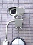 エレベーター内やエントランスホールなど、共用部分には録画機能付き監視カメラを設置しています。※参考写真