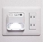 廊下には停電などの非常時にも自動点灯する便利な足元灯を設置しました。