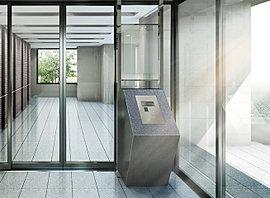 安心が贅沢と思える空間。外界とプライベートを仕切る開放感あふれるエントランスホール。