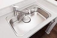 水跳ね音を抑えた低騒音タイプで、大きな鍋も楽々洗える大型サイズのシンクを採用しました。