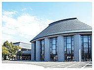 プラバホール<中央図書館> 約580m(徒歩8分)
