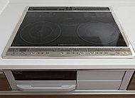 熱効率に優れたIHクッキングヒーターは、調理がさらにはかどる3つ口タイプ。面がフラットでお掃除がラクです。