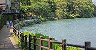 西南杜の湖畔公園 約10m(徒歩1分)