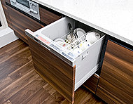 約5人分の食器(40点)を一度に洗浄可能。水道代も節約できる食器洗い乾燥機。除菌洗浄・除菌乾燥により清潔さが保たれます。