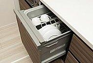 たくさんのお皿を一度に洗える家事の強い味方。通常の手洗いと比べても節水効果が期待できます。