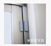 玄関ドア、共用廊下に面する窓(一部の小窓除く)、最下階・最上階の全窓に防犯マグネットセンサーを設置。
