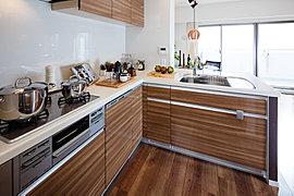 快適性と機能性。光と風に癒される、開放感あふれるキッチン。