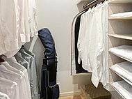 衣類だけでなく、ちょっとした小物や雑用品を収納するのにも便利です。※Dタイプ除く