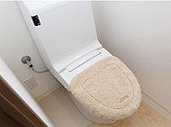 暖房便座はもちろん、勢いのよい水流で汚れを流す「丸洗い洗浄」など多彩な機能で快適性能も充実しています。