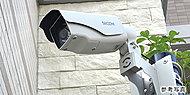 エントランスホールや自転車置場など共用部の5カ所に防犯カメラを設置し、常時録画しています。