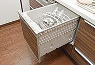 スイッチひとつで食器の洗浄から乾燥までをフルオート運転。食器の出し入れもスムーズなスライド式です。