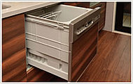 使用水量を抑え、水道代はもちろん環境にも配慮した食器洗浄乾燥機です。