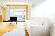 空間を足元から暖める床暖房。ホコリを舞い上げることがないため、クリーンな室内環境を保てます。