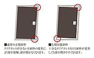住戸玄関ドアとドア枠の間に、クリアランス(隙間)を確保。万一の避難時を想定した対震枠によって、慌てることなく安心して外部に出られます。