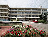 金沢市立中村町小学校 約580m(徒歩8分)