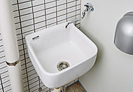 スニーカーを洗ったり、植物への水やりに便利なスロップシンクを全戸に標準装備しました。