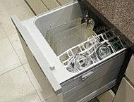 食器を出し入れしやすい引き出しタイプ。除菌洗浄、除菌乾燥機能付きで衛生面にも配慮。お料理・キッチン作業の手間も解決します。