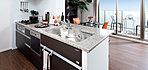 機能性に優れたキッチンは意匠にもこだわった、美しいスペース。