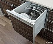 衛生的で経済的、乾燥もおまかせの食洗機。約5人分を1度に洗浄、乾燥することができる大容量です。