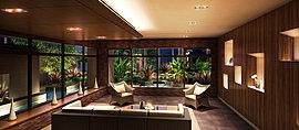 出かけ前のひととき、またゲストを迎えるひととき、ゆったりをソファでくつろぎながら、心和む眺めを楽しむメインラウンジ。大きなガラス窓の先には、水中照明が映し出す池の水面や花と樹々などの美しい緑の景観が広がります。