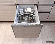 衛生的で経済的、乾燥もおまかせの食洗機。約5人分を洗浄、乾燥する大容量です。