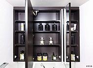 化粧品や洗面用具の収納にピッタリの使い勝手の良さを高めた、スペース。