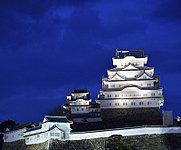 姫路城 約860m(徒歩11分)