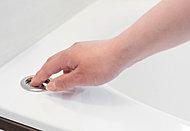 ボタンを押すだけで、手をお湯につける必要がなく、湯船のお湯を排水できる便利な機能です。