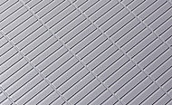 浴室の床には、表面仕上げにより乾きやすく、滑りにくいフラッグストーンフロアを採用しました。