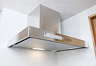 レンジフードはスタイリッシュなデザイン。キッチンをいつも清潔に保ちます。※タイプにより形状が異なります。