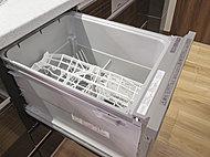 椀・中鉢スペースに新マルチビンを採用し、椀もお皿も変形の器も、さらに調理器具もセットできる自由度の広いカゴです。※同仕様