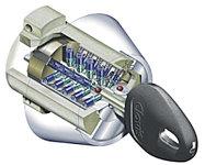 玄関ドアは約5兆5千億通りの理論鍵違い数を有した、不正解錠や不正複製が極めて困難なキーを採用。※概念図