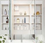 洗面化粧台ミラーの裏側は、3面ともたっぷりの収納スペースです。また、湿気が多い時でも快適に使える、便利なくもり止めヒーター付きです。