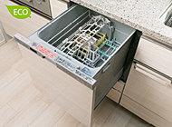 多くの食器を効率良く洗え、省エネ・節水効果にもすぐれた低騒音仕様の食器洗浄乾燥機。使いやすいビルトインの引き出しタイプです。