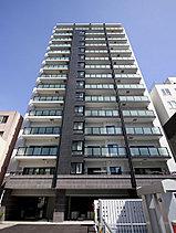 全住戸が南向きの心地よさを最大限に高めるために、建物をセットバックして南面に開放感をもたせました。向かい側に建つ札幌医科大学まで約70mのオープンスペースになります。