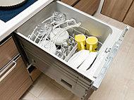 多くの食器を効率良く洗え、省エネ・節水効果にもすぐれた食器洗浄乾燥機。使いやすいビルトインの引き出しタイプです。