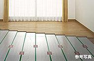 リビング・ダイニングには温風によるホコリの巻き上げや空気乾燥の心配ない床暖房を。クリーンで優しい温もりです。